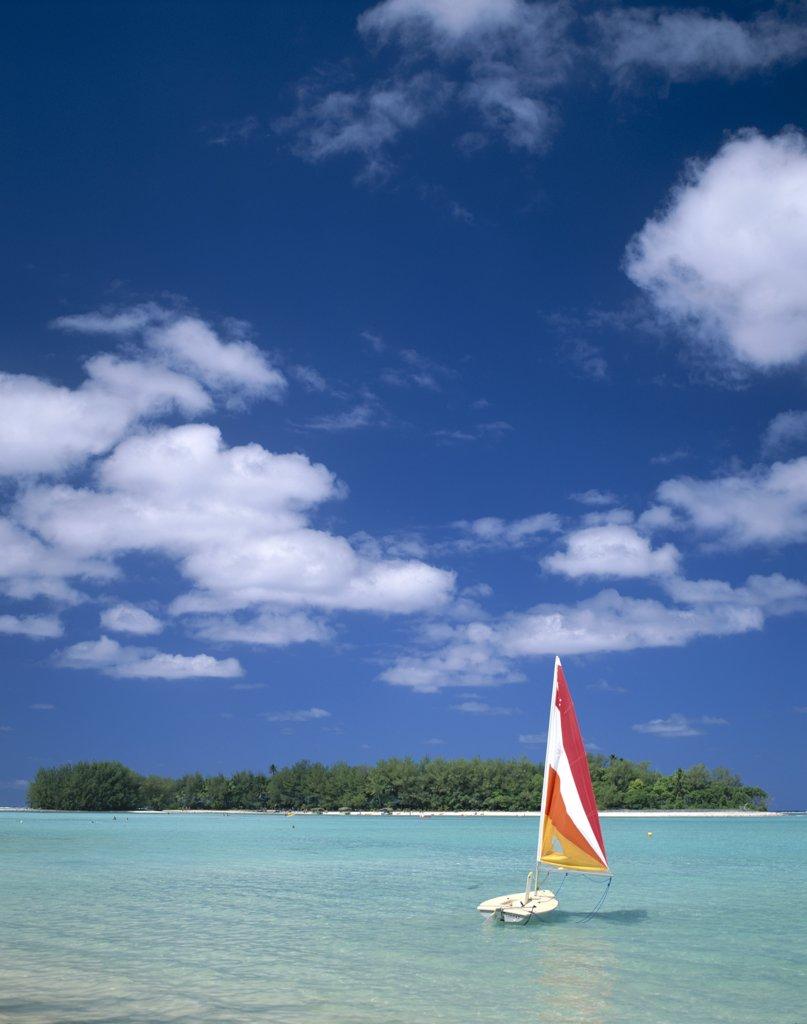 Stock Photo: 1606-147345 Cook Islands, Polynesia / South Pacific, Rarotonga, Hobi-cat on Muri Beach Lagoon