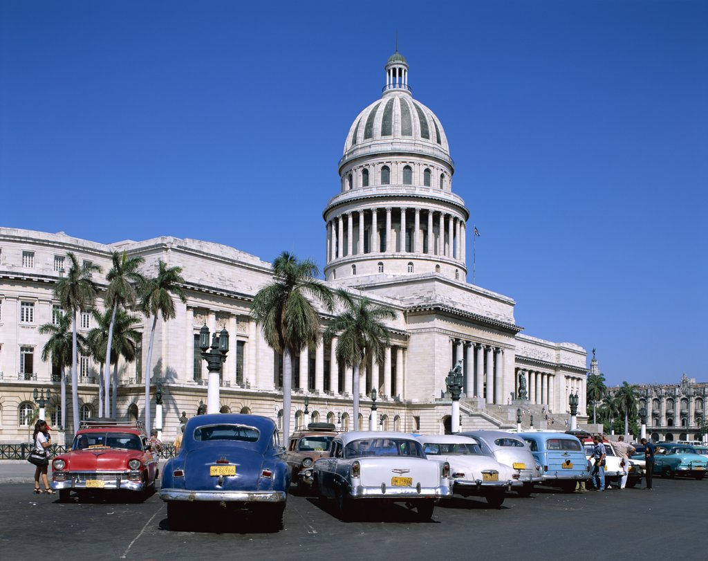 Stock Photo: 1606-147676 Cuba, Havana (Habana), Vintage Cars & Capitol Building (Capitolio)