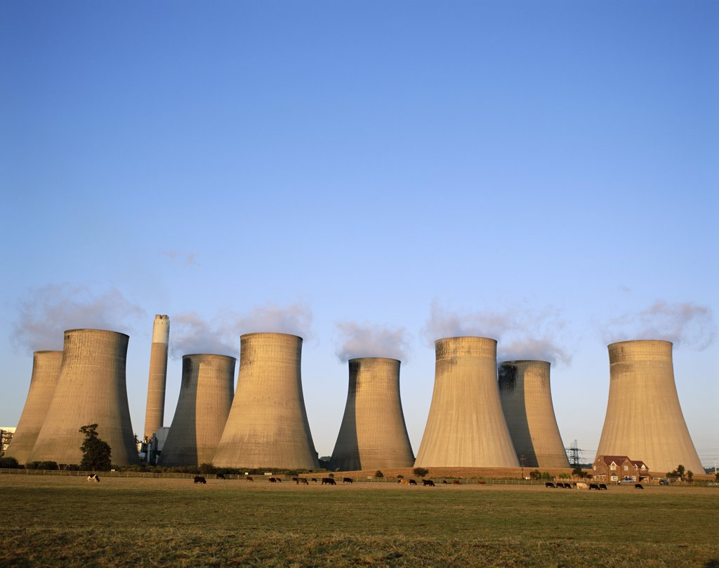 Stock Photo: 1606-150161 England, Nottinghamshire, Radcliffe 0n Trent, Coal Fired Power Station Cooling Towers