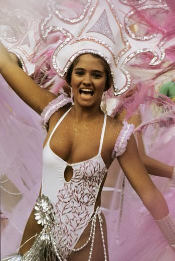 Stock Photo: 1606-15056 Brasil, Rio  carnival, woman dancing
