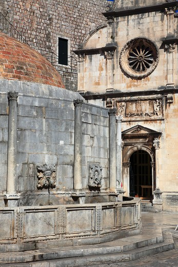 Stock Photo: 1606-154671 Croatia, Dubrovnik, Onofrio Fountain, St Saviour's Church,