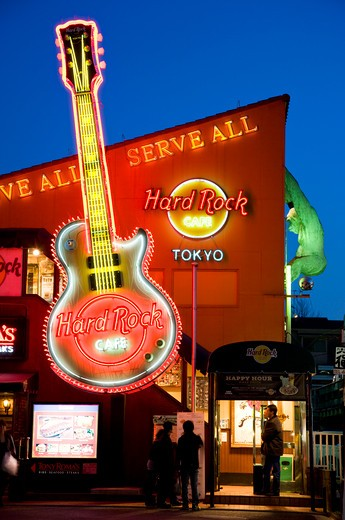 Tokyo's Hard Rock Cafe has a neon guitar and King Kong hanging off the roof at twilight in the upscale Roppongi District of Tokyo, Japan. : Stock Photo