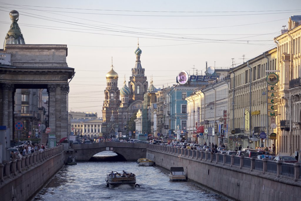 Stock Photo: 1606-157010 Rusia , San Petersburg City ,Griboyedova Canal and church of the Savior on Spilled Blood