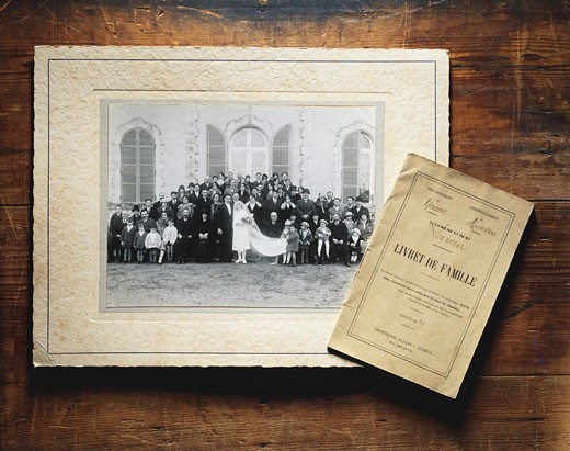 Close-up of old wedding picture and family record book : Stock Photo