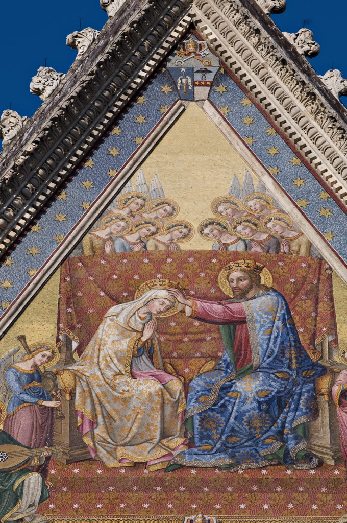 Christ crowning the madonna;Mozaic;Front of the Duomo;Orvieto;Umbria;Italia : Stock Photo