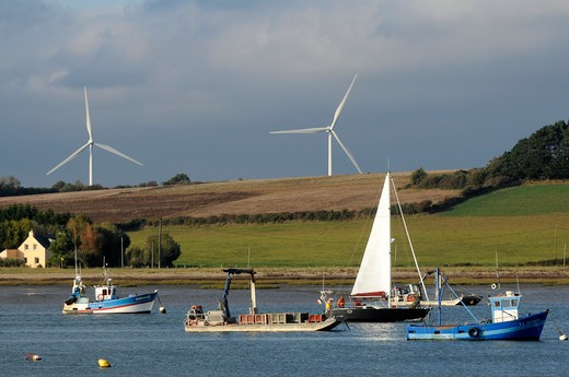 Stock Photo: 1606-161847 France,56, Pénestin, Small port Tréhiguier at the estuary of the Vilaine, wind turbines in Arzal town