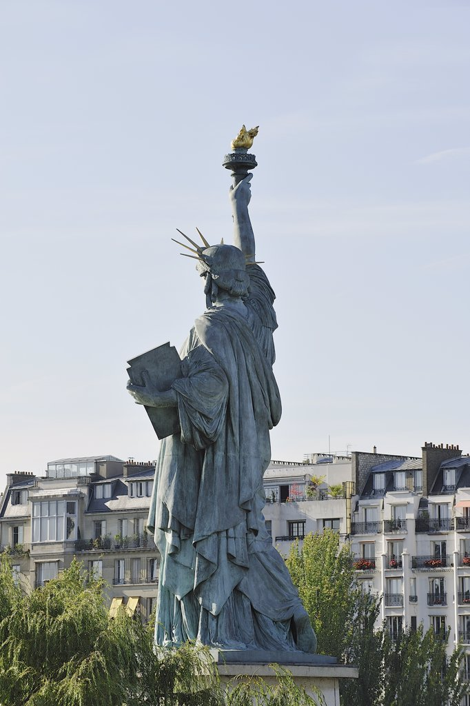 Stock Photo: 1606-163344 France, Ile-de-France, Paris, 16th, Bank of the Seine, Path of Swans, Statue of Liberty