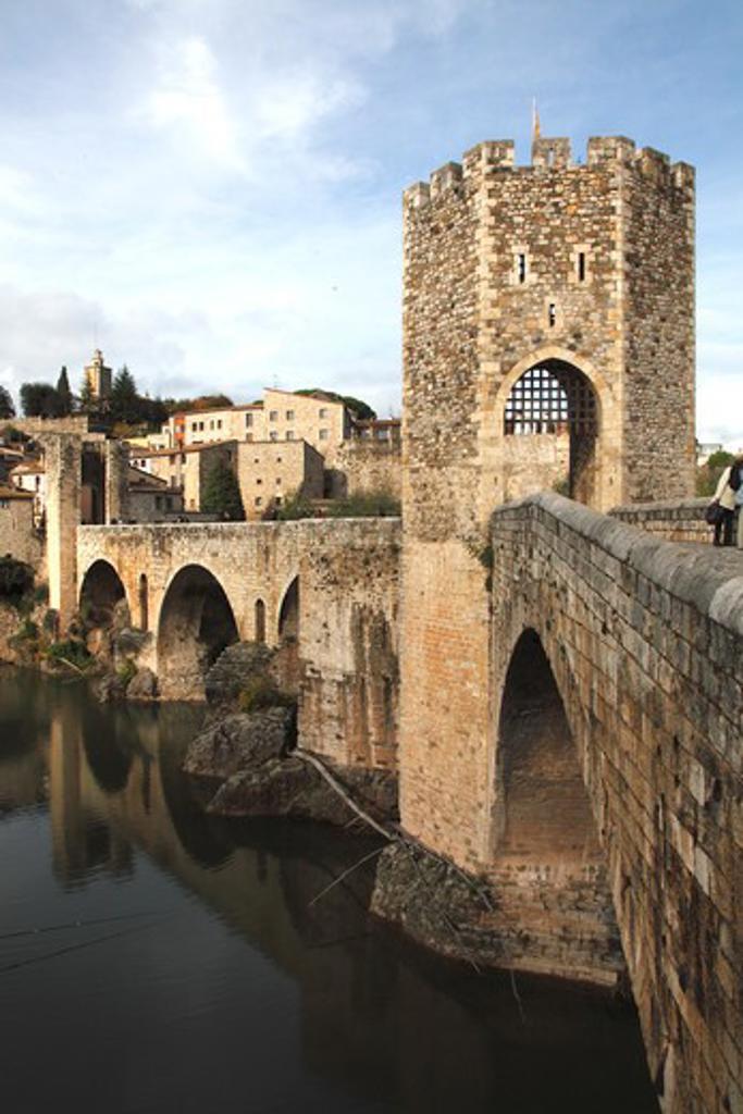 Spain, Catalonia, provincia of Gerona, Besalu, old bridge on rio Fluvia and medieval village : Stock Photo