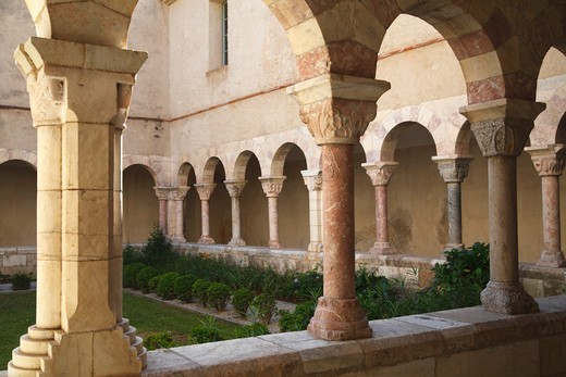 Stock Photo: 1606-164907 France, Languedoc Roussillon, Pyrenees Orientales (66), Saint Genis des Fontaines abbey (11th century), the cloister