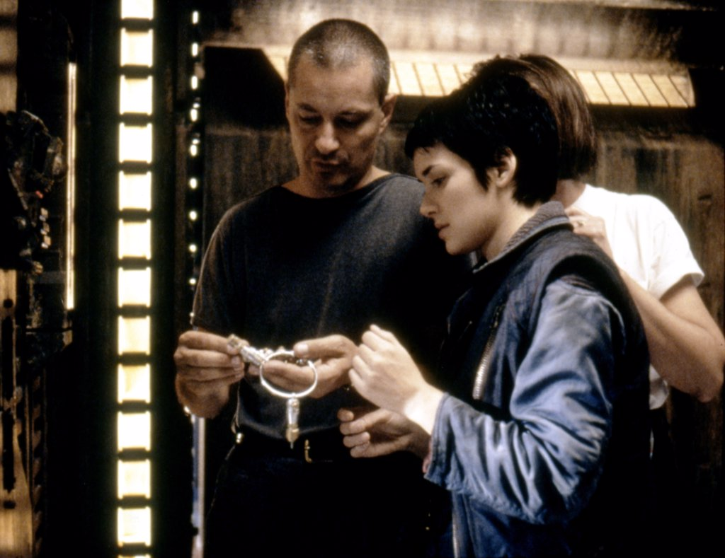 Stock Photo: 1606-166210 On the set, Jean-Pierre Jeunet directs Wynona Ryder , Alien: Resurrection , 1997 directed by Jean-Pierre Jeunet [Twentieth Century Fox Film Corpo]