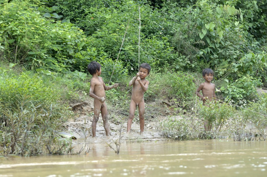 Stock Photo: 1606-171631 Asia, Southeast Asia, Vietnam, Souther Highlands, Kontum, Konkotu, nude children playing next to the river