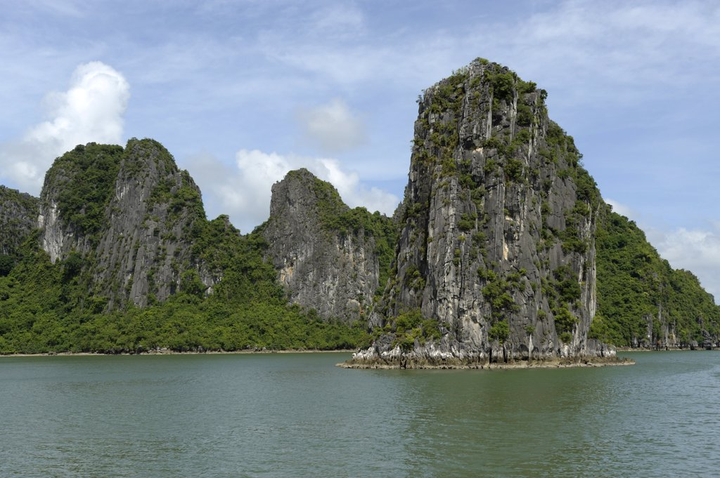 Asia, Southeast Asia, Vietnam, Halong bay, limestone islet : Stock Photo