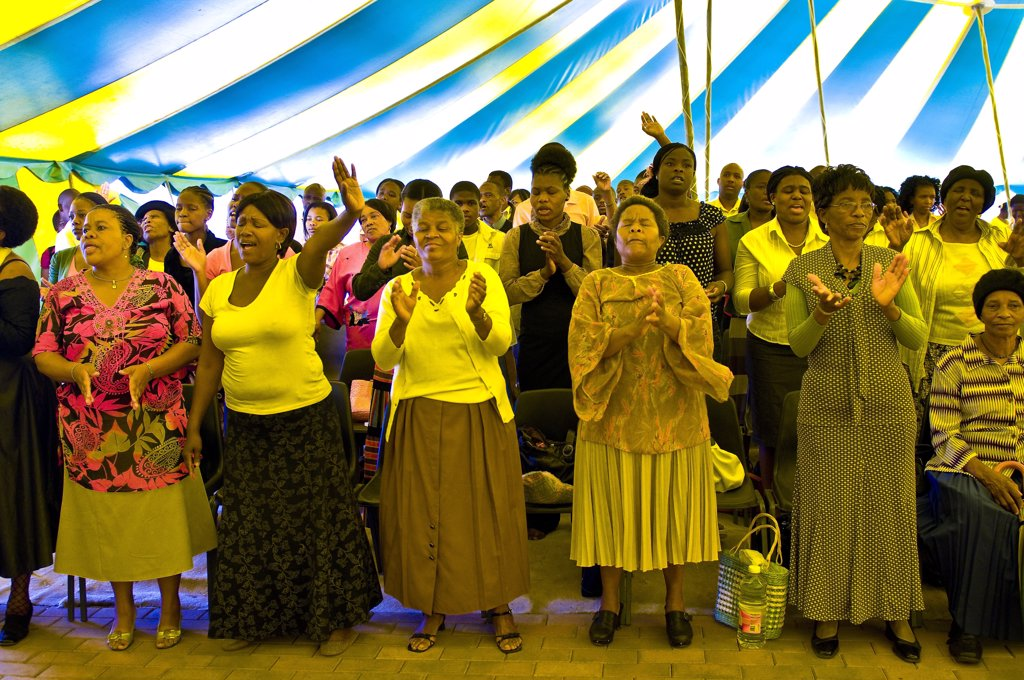 Africa, South Africa, Gauteng Province, Johannesburg city, Soweto (South Western Township), Orlando West Quarter, messa in a gospel church : Stock Photo