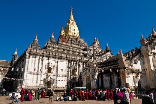 Stock Photo: 1606-173710 Myanmar (Burma), Mandalay State, Bagan (Pagan), Old Bagan, Ananda Temple (Pahto Ananda, beginning 12th), highlight of the Ananda festival, the donation ceremony : each pilgrim make donate food or money to the monks