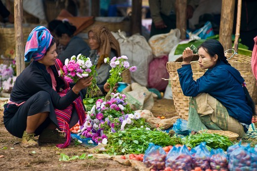 Stock Photo: 1606-173808 Myanmar (Burma), Shan State, Inle Lake, Kyaung Thaung Tho village, market on the banks of the lake