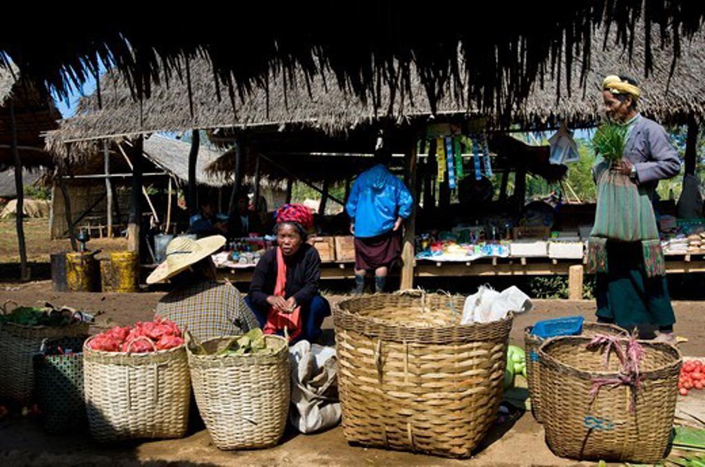 Myanmar (Burma), Shan State, Inle Lake, Kyaung Thaung Tho village, market on the banks of the lake : Stock Photo