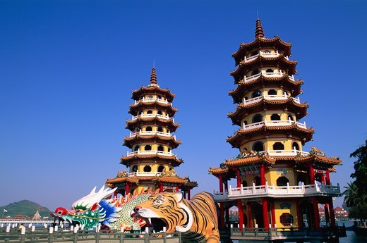 Stock Photo: 1606-173840 Taiwan,Kaohsiung,Lotus Lake,Dragon and Tiger Pagodas