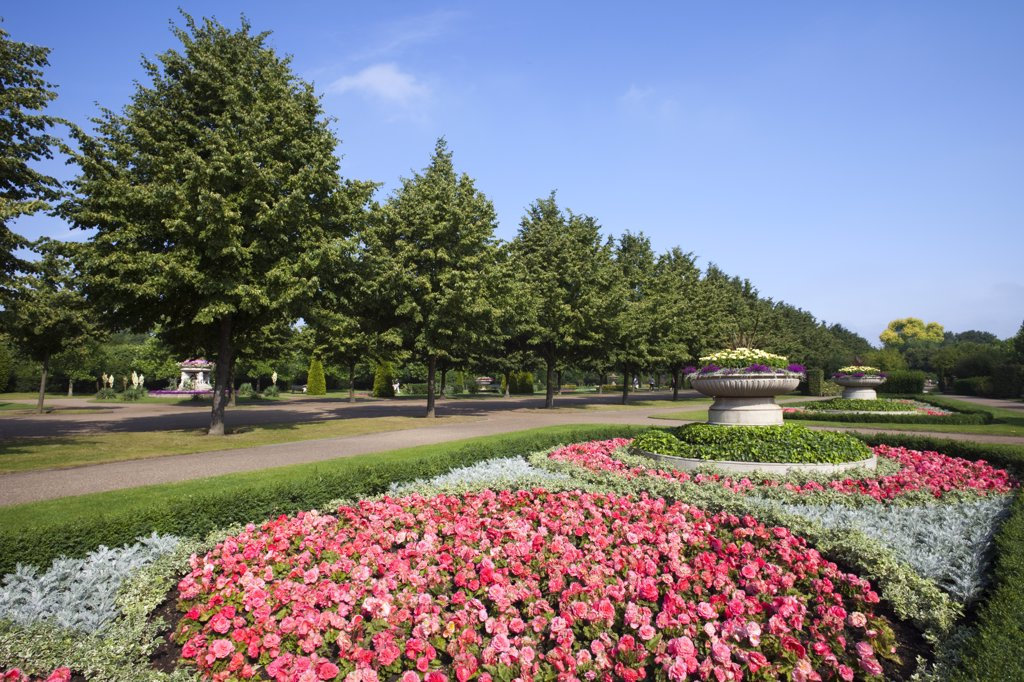 Stock Photo: 1606-174719 England,London,Regents Park,Avenue Gardens,Flower Display