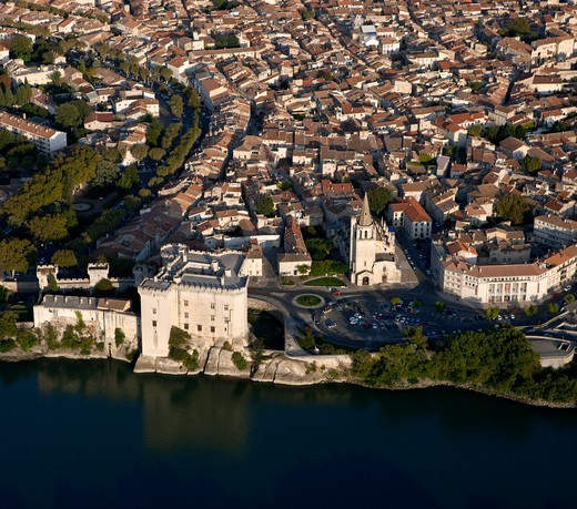 Stock Photo: 1606-177186 France, Bouche-du-Rhone (13), Tarascon, Medieval fortress XV century, says, castle of King Rene, the Rhone, (aerial view),