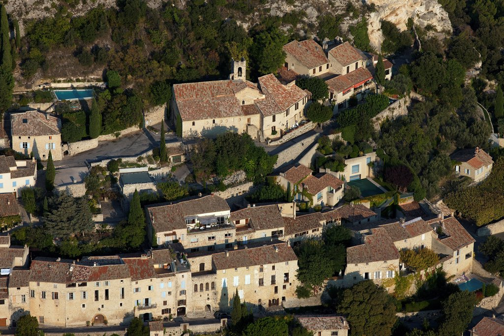 Stock Photo: 1606-179052 France, Vaucluse (84), Seguret, the town labeled More Fine-Villages-de-France (aerial photo),