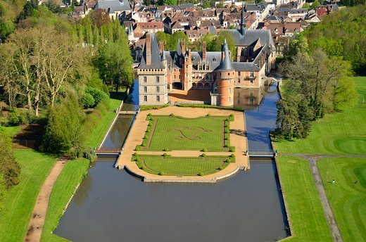 Stock Photo: 1606-179289 France, Centre, Eure et Loir, castle Maintenon, crossing the Eure Valley, aerial view