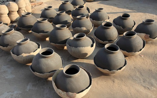 Stock Photo: 1606-180277 India, Rajasthan, Jodhpur, pottery drying in the sun,