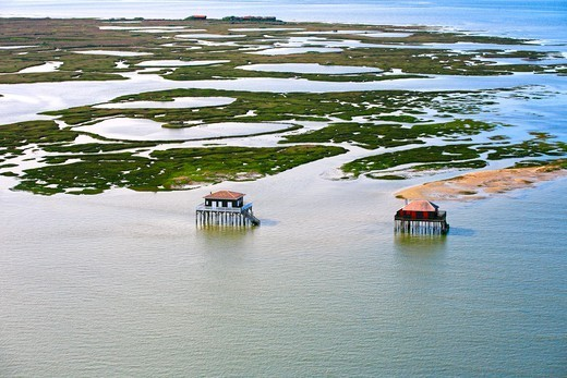 Stock Photo: 1606-181140 France, Aquitaine (33), Arcachon, the island with birds and huts tchanqués, (aerial photo),