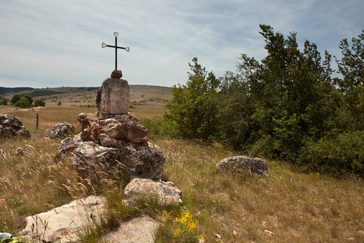 Stock Photo: 1606-184011 France, Lozere,Causse Mejean,cross in a field