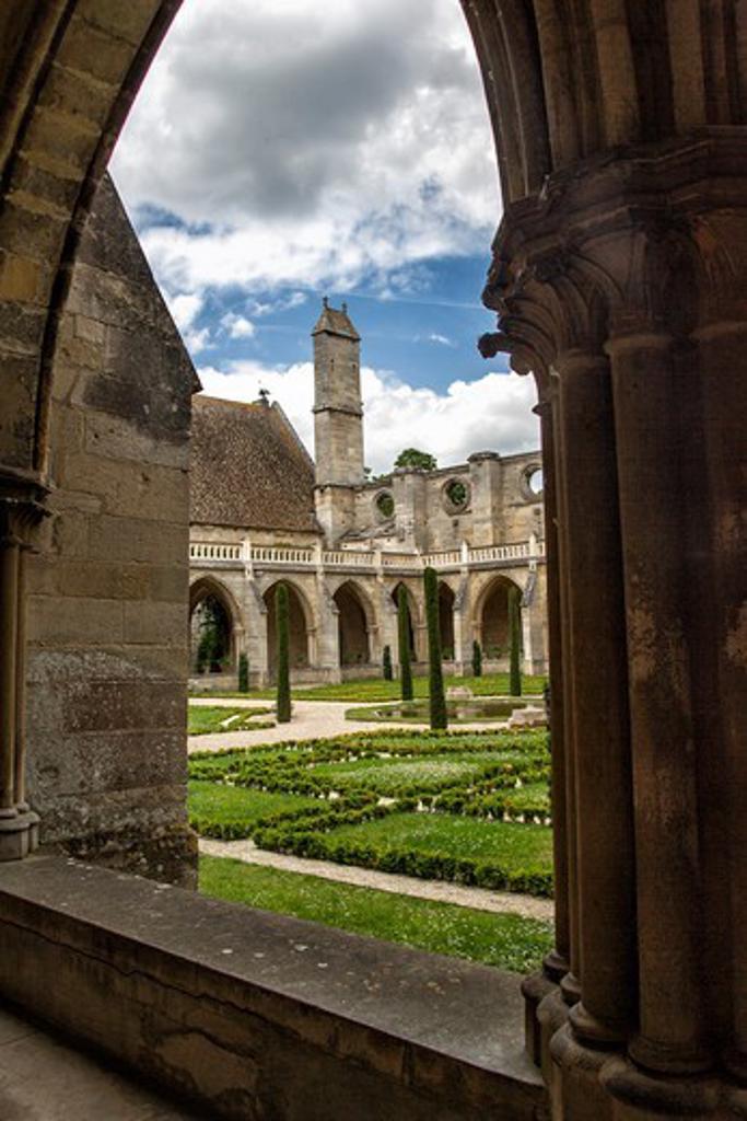 Stock Photo: 1606-185376 France, Ile de France, Val d'Oise, Royaumont abbey