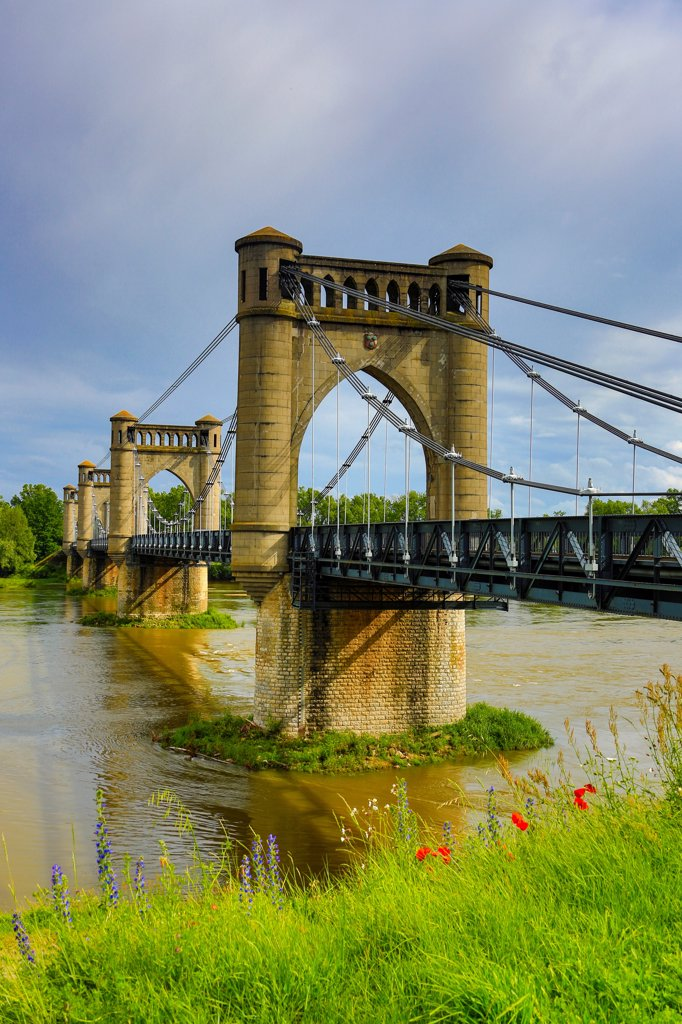 France ,Loire Valley ,Langeais City, Langeais Bridge on Loire river : Stock Photo