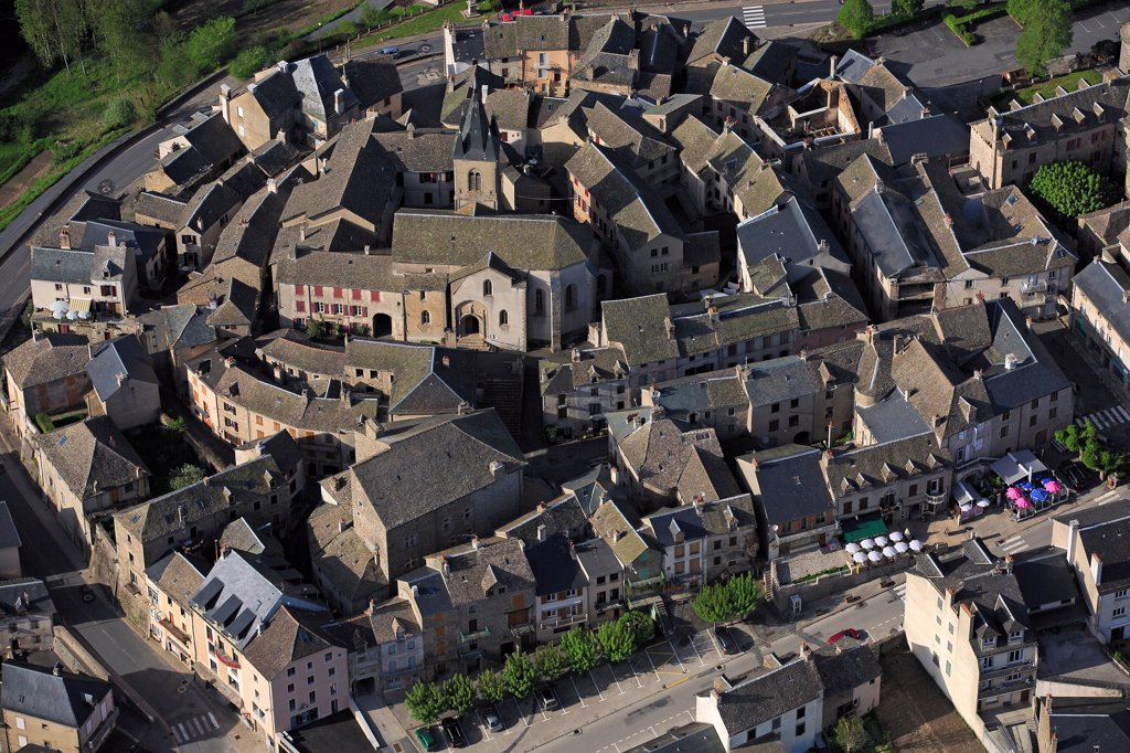Stock Photo: 1606-185985 France, Aveyron (12), Salles-Curan, Rouergue village located on the plateau near Lake Lévezou Pareloup (aerial photo),