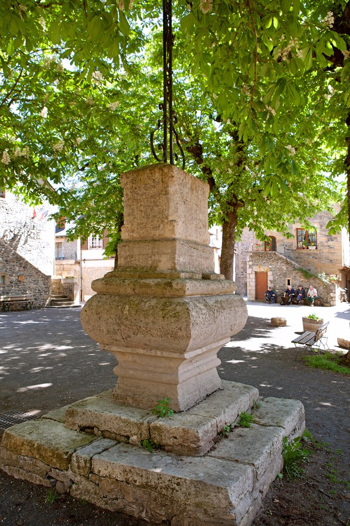 Stock Photo: 1606-185991 France, Aveyron (12), Saint-Eulalie d'Olt, town labeled most beautiful villages in France, the church square,