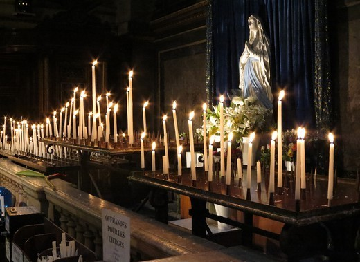 Stock Photo: 1606-187274 Candles in La Madeleine church Paris. France.