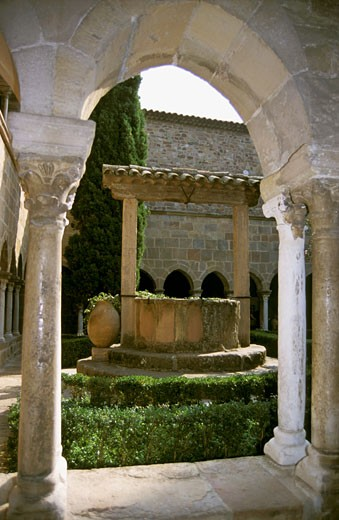 France, Provence-Alpes-Côte d'Azur, Var, Fréjus, cloister of Notre Dame cathedral : Stock Photo