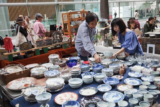 Stock Photo: 1606-189654 Japan, Tokyo, Yurakucho, Oedo Monthly Antique Market at the Tokyo International Forum Building, Pottery Display