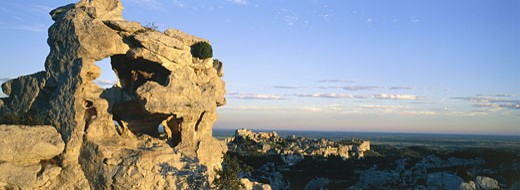 Stock Photo: 1606-19130 France, Provence Alpes Cote d'Azur, Bouches du Rhone, Baux de Provence, general view, rocks in foreground