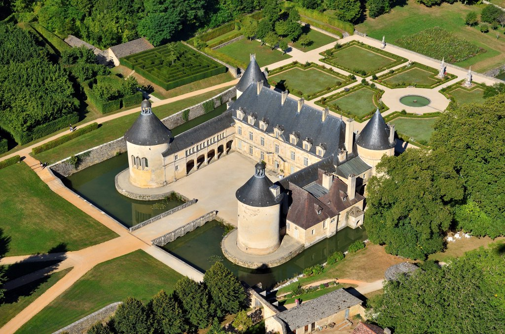 Stock Photo: 1606-191832 France, Bourgogne, Côte-d'Or (21), Bussy-le-Grand, castle of Bussy-Rabutin, aerial view