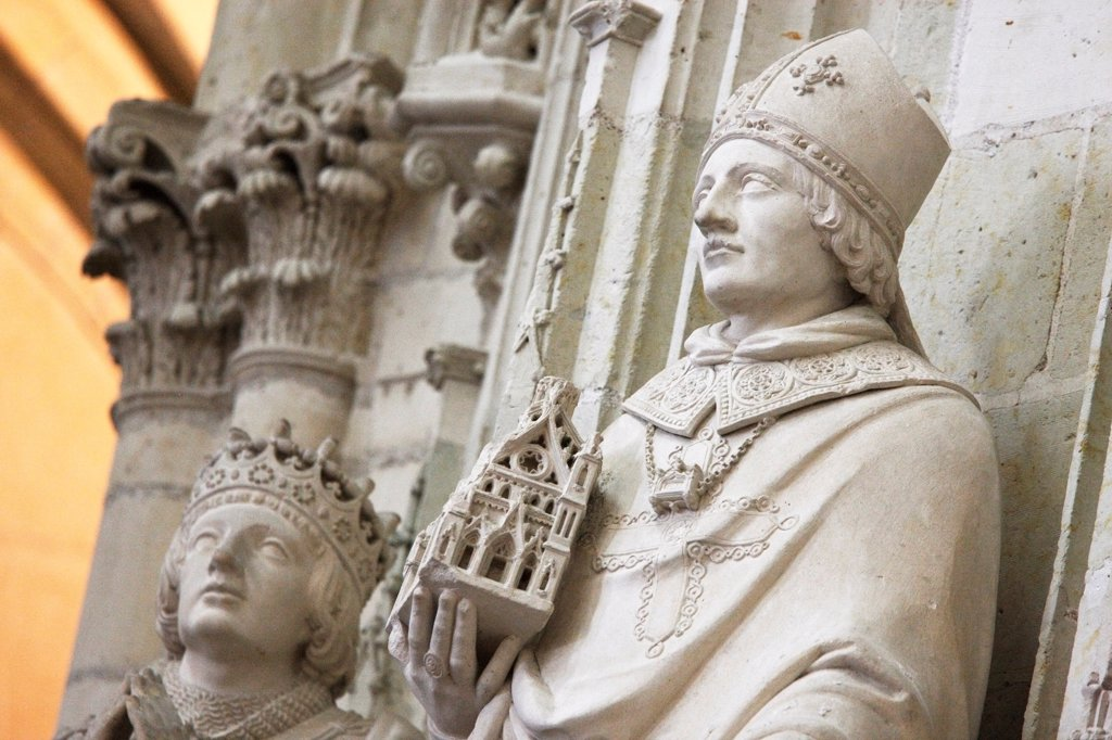 Stock Photo: 1606-193798 France, Loire Atlantique, Nantes, Cathedral Of St. Pierre And St. Paul, Statues Of Jean V, Duke Of Brittany (Left) And Saint Felix Right