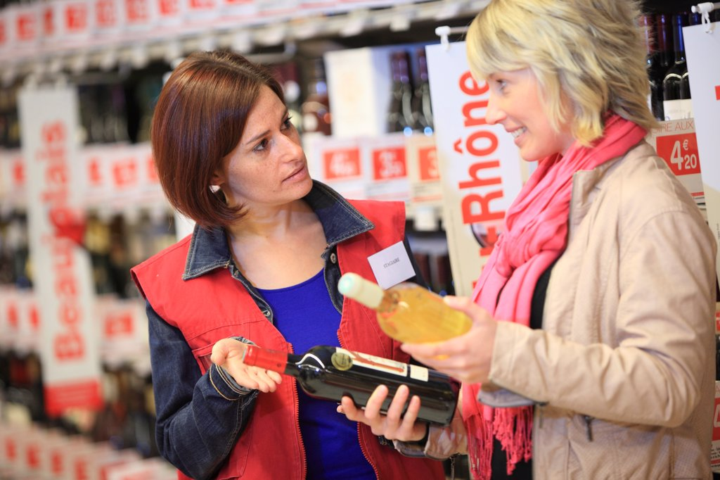 Stock Photo: 1606-195205 France, Supermarketcustomer.