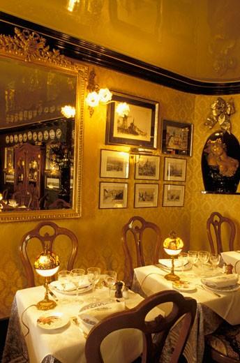 Paris, Paris Ile de France, restaurant, interior : Stock Photo