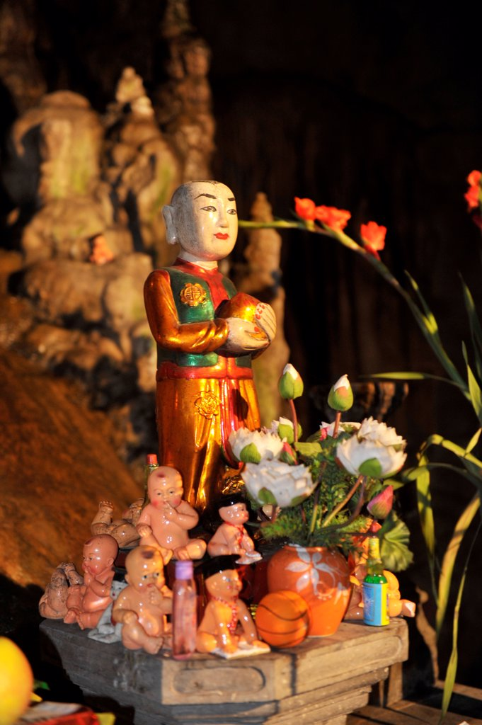 God Statue Inside The Perfume Pagoda Cave (Huong Tich Grotto), North Vietnam, Vietnam, South East Asia, Asia : Stock Photo