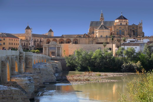 Stock Photo: 1606-198454 Spain, Andalusia, Cordoba City, General View Of The Mosque–Cathedral Of Córdoba And The Roman Bridge From The Guadalquivir River Bank