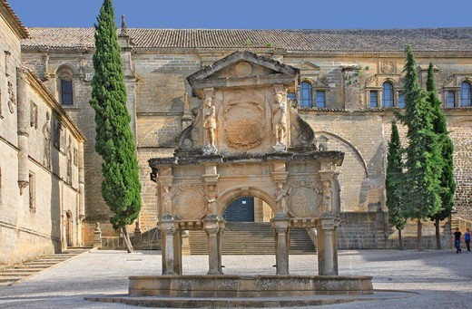 Stock Photo: 1606-198498 Spain, Andalusia, Baeza City, Our Lady'S Square, Fountain With Caryatids And Telamons, Gines Martinez (1564)