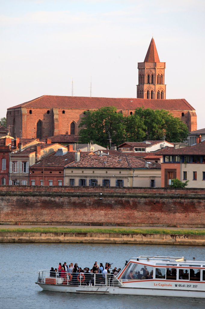 France, Midi-Pyrenees, Toulouse, Eglise St-Nicolas, Garonne River, : Stock Photo