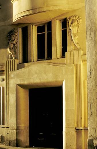 France, Paris, rue de Vaugirard, facade detail : Stock Photo