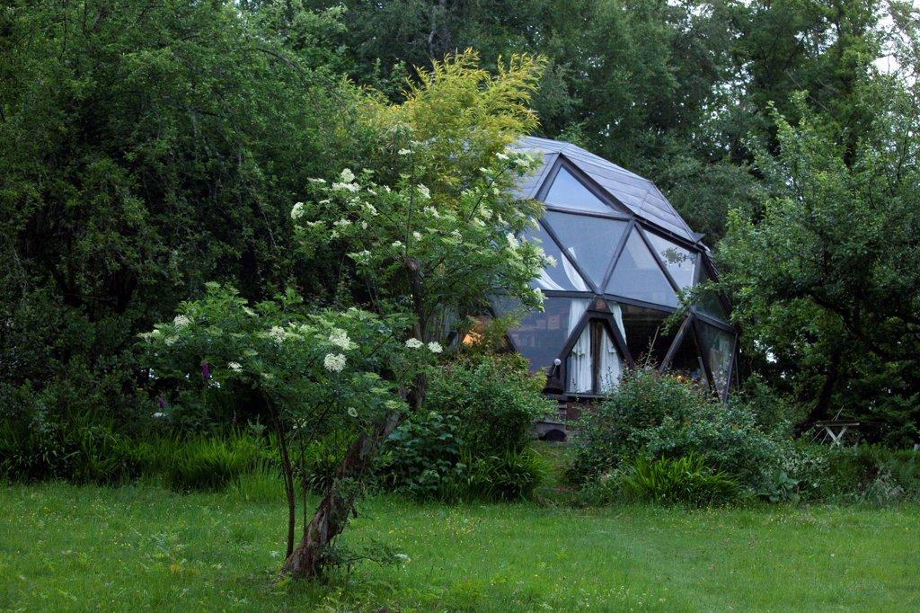 Stock Photo: 1606-201971 Geodesic Dome And Elderberry In The Evening In A Private Garden