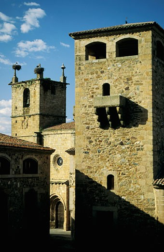 """Spain, Extremadura, Cacérès, """"Los Golfines de Abajo"""" palace, towers, storks in nests : Stock Photo"""