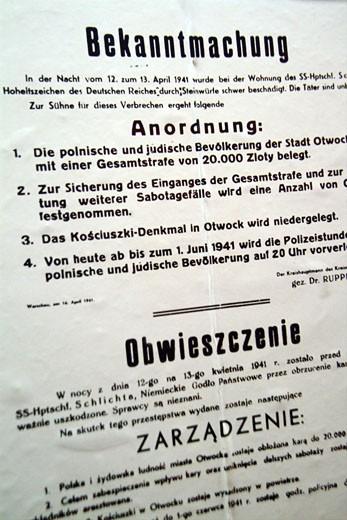 Stock Photo: 1606-25258 IN*Pologne, camp d'Auschwitz Birkenau, gros plan sur affiche imprimée (ordre de déportation)