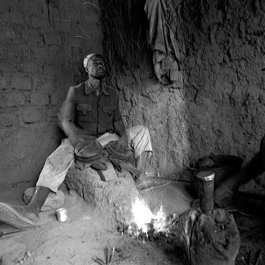 Stock Photo: 1606-28131 IN*Noir et blanc, Burkina Faso, Bobo-Dioulasso, forgeron au travail