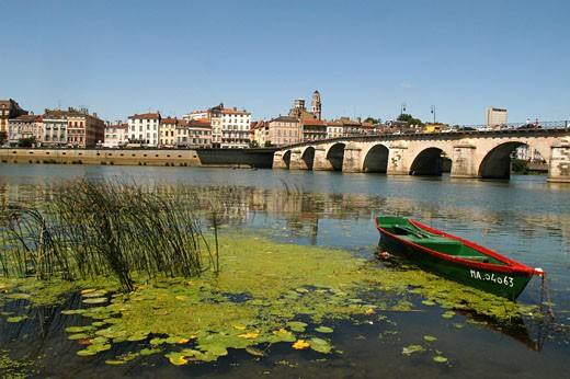 France, Burgundy, Saône-et-Loire, Mâcon, buildings on Quais Lamartine and Jean Jaurès, towers of the Old Saint-Vincent, bridge, small boat on the Saône in the foreground : Stock Photo